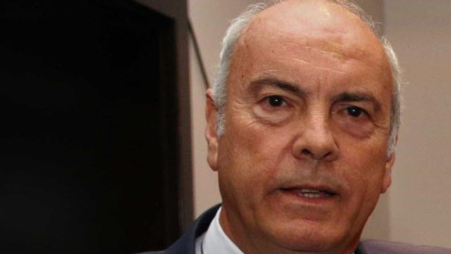 """""""Não chega corrigir CV"""". Barreiras Duarte """"deveria demitir-se de funções"""""""