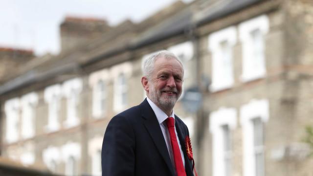 """Corbyn admite risco """"muito sério"""" de Brexit sem acordo"""