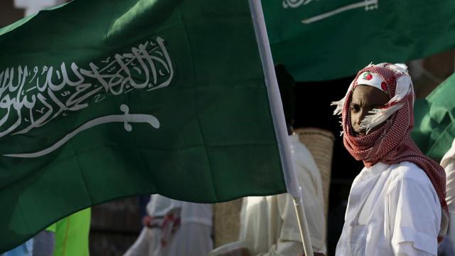 Sauditas defendem sistema judicial de críticas por execução de 14 xiitas