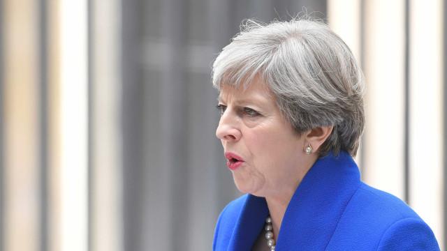 Theresa May e unionistas chegam a acordo de governo