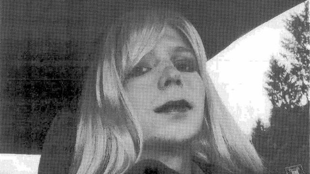 """Manning diz que proibir pessoas transgénero no Exército é """"covardice"""""""