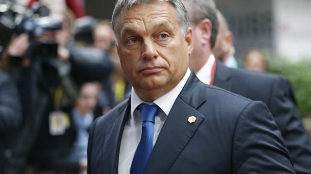 """Hungria promete defender Polónia da """"inquisição"""" da UE"""