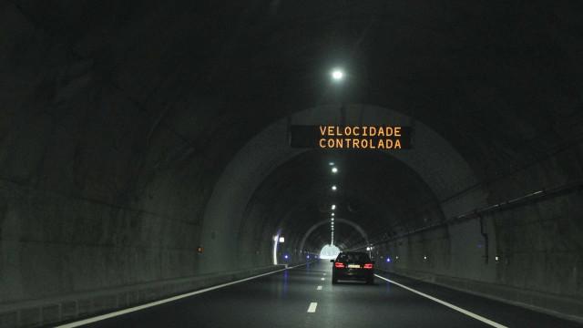 Três feridos em acidente no túnel do Marão