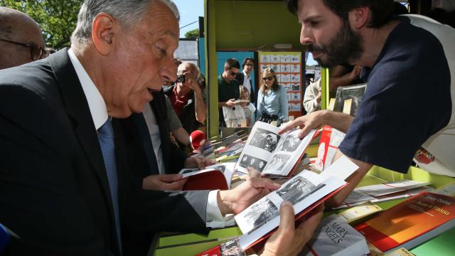 Marcelo soma diálogos sobre livros, mas sobretudo cumprimentos e selfies