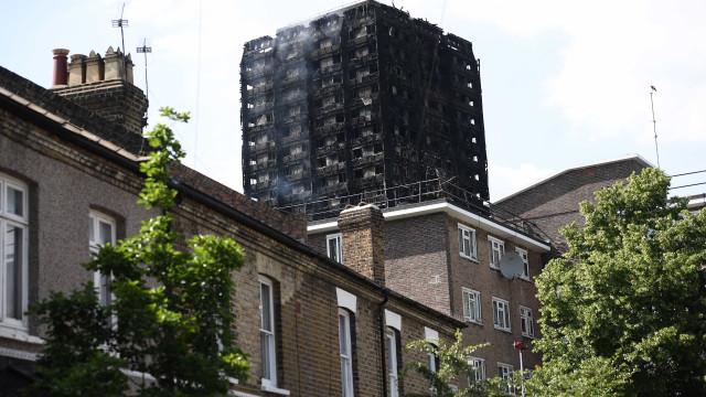 Grenfell: Governo britânico nomeia juiz retirado para presidir inquérito