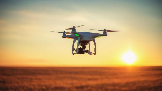 Drones e I.A. usados para identificar lixo plástico nos oceanos