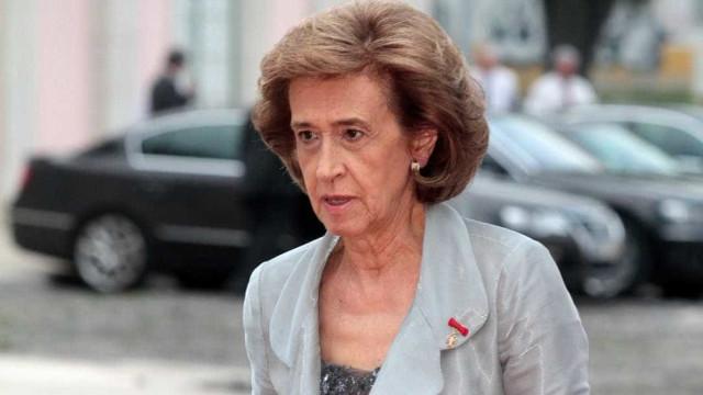 """Ferreira Leite apoia Leal Coelho e não está """"preocupada com sondagens"""""""