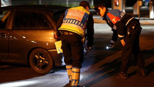 Condutora perde controlo do carro e abalroa sete viaturas. Três feridos
