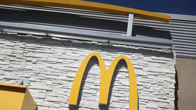 Fugitivo entrega-se à polícia após promessa de refeição no McDonald's