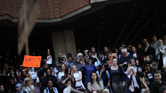 Grenfell: Furiosos e revoltados, manifestantes gritam por justiça