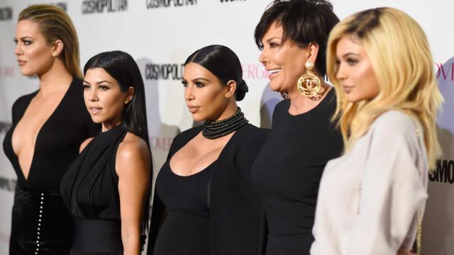 Irmãs Kardashian ajudam Kylie com inseguranças quanto à gravidez