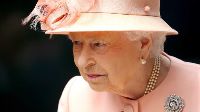 Empresa que fornecia roupa interior a Isabel II foi dispensada
