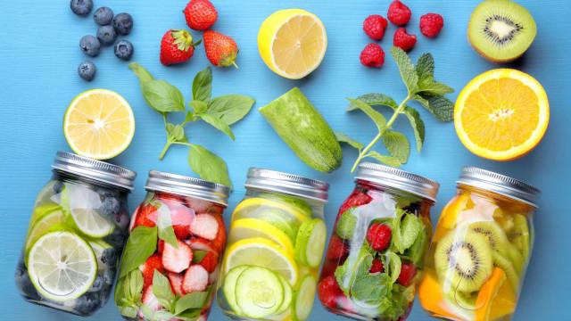 Os 16 alimentos que prometem mantê-lo hidratado