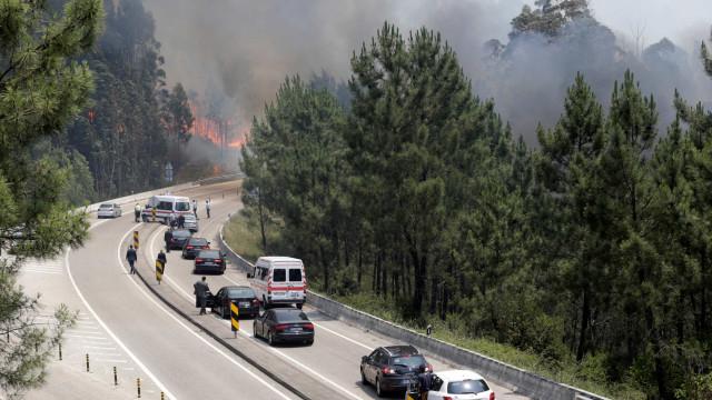 Porque é que os incêndios em Portugal são tão mortíferos? A BBC responde