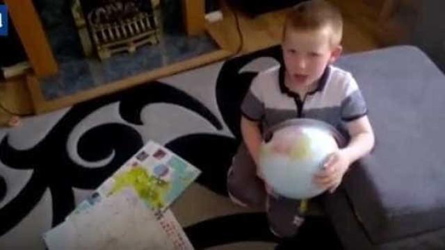 Criança autista torna-se um sucesso ao dizer o nome de 196 países