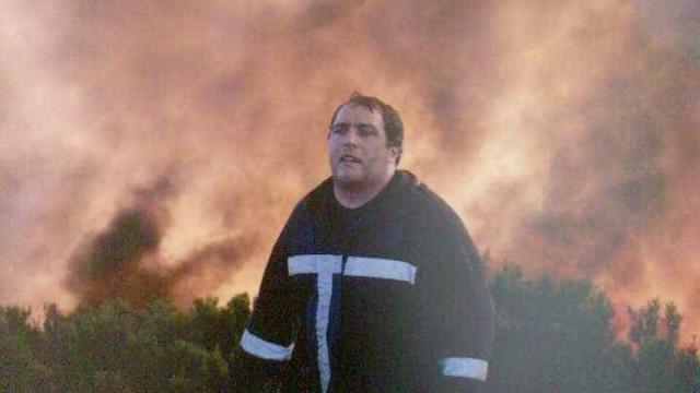 Gonçalo, o bombeiro herói, salvou pessoas das chamas com abraço conjunto