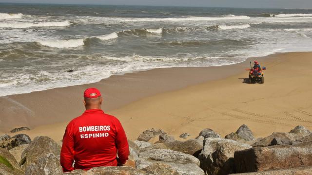 Corpo de segundo jovem desaparecido encontrado na Praia de Paramos