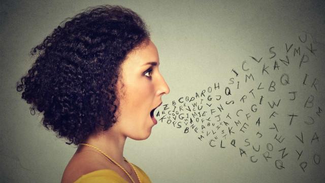 Porque é que não gostamos a nossa voz quando a ouvimos gravada?