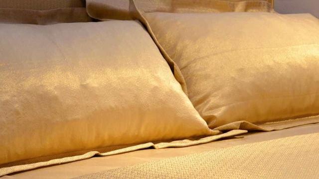 Se sonha com luxo, nada melhor do que dormir com lençóis de ouro