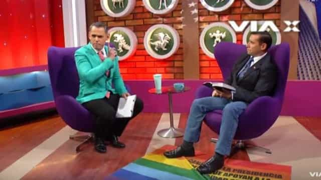 Pastor evangélico usa bandeira LGBT como tapete e gera indignação