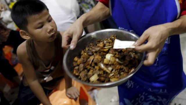 Venda de carne de cão foi proibida, mas em Yulin cumpre-se a tradição