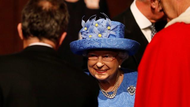 Seria o chapéu da Rainha um comentário ao Brexit?