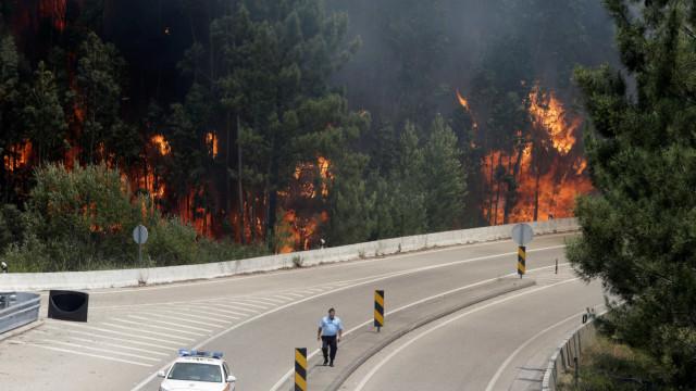 """Jornal espanhol acusa Governo luso de """"desastrosa gestão da tragédia"""""""