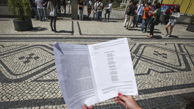Consulte os critérios de correção do Exame de Português