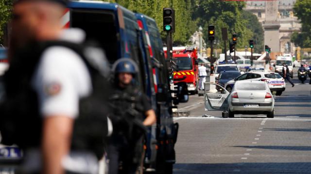 Autoridades francesas libertam familiares do atacante dos Campos Elísios