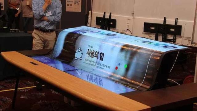 LG exibiu ecrã OLED curvo e transparente. Infelizmente…