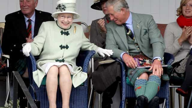 Isabel II apoia-se ao máximo nos filhos