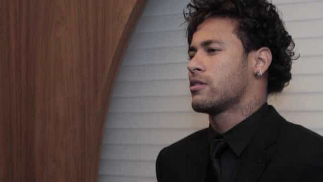 O que é que aconteceu com o cabelo de Neymar?
