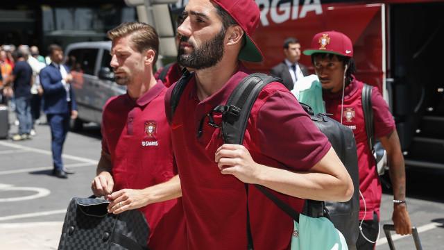 Luís Neto já se apresentou na Cidade de Futebol