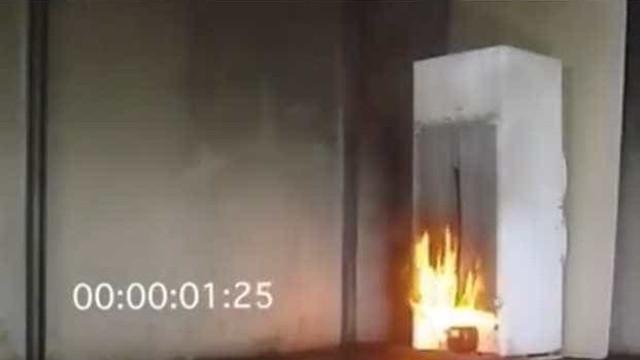 Grenfell: Vídeo mostra o quão rápido um incêndio deflagra num frigorífico