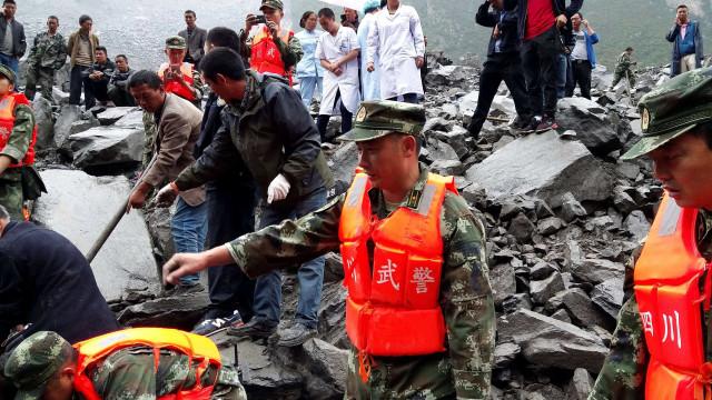 Pelo menos 141 desaparecidos em deslizamento de terra na China