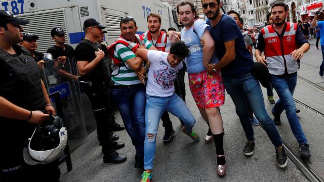 Autoridades turcas proíbem marcha pelos direitos LGBTI em Istambul