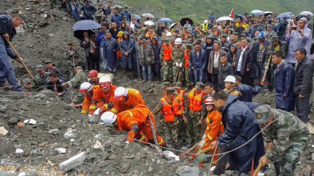 Seis mortos em deslizamento de terra na China e mais de 100 desaparecidos