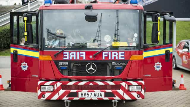 """Menino de sete anos morre em incêndio considerado """"suspeito"""" em Londres"""