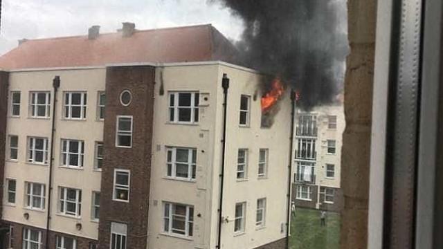 Londres: Incêndio consome bloco de apartamentos