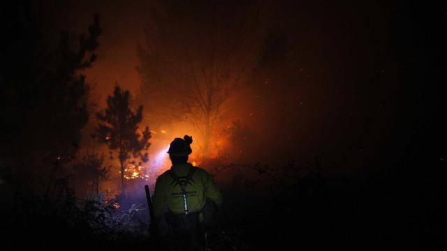 Incêndio florestal em Espanha leva à retirada de 400 pessoas