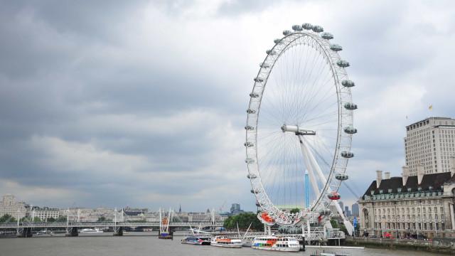Bomba antiga no Tamisa obrigou a evacuar e fechar roda gigante de Londres