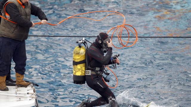 Barco com cerca de 150 turistas a bordo afunda-se na Colômbia