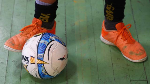 Espanha: Jogador de 13 anos morre após bolada no peito