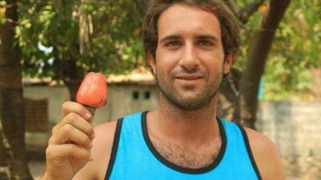 Surfista espanhol com leucemia retido em Bali por causa de seguro