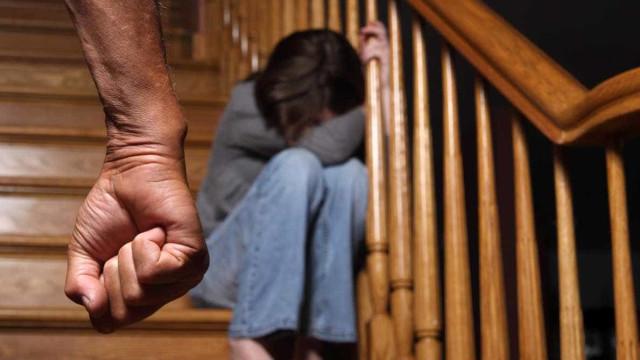 Acusado de 729 crimes por ter violado cinco filhas adotivas durante anos