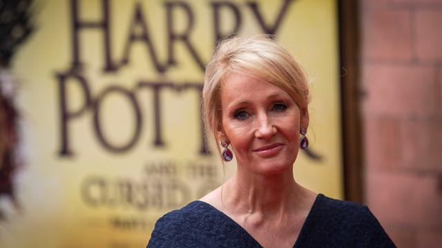 """J.K. Rowling: """"Há 20 anos, o mundo onde vivia sozinha abriu-se a outros"""""""