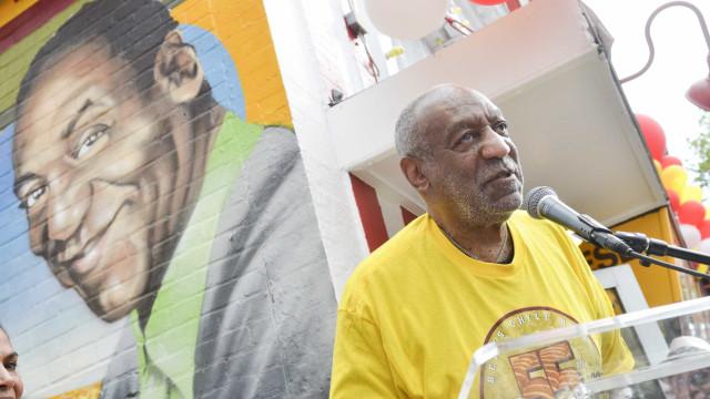 Mural pintado de novo. Sai Bill Cosby e há novas figuras da América negra