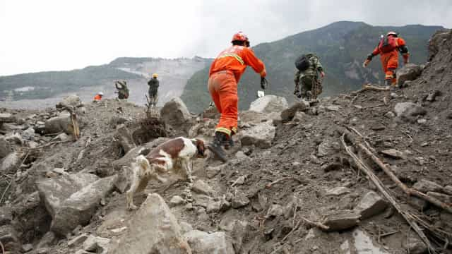 Novo deslizamento de terras atinge aldeia soterrada no sábado na China