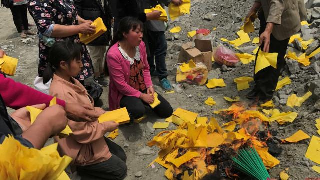 As devastadoras imagens de uma aldeia soterrada na China