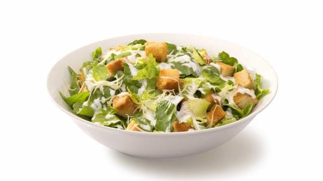 Saladas que compra podem ter tantas (ou mais) calorias que as sandes